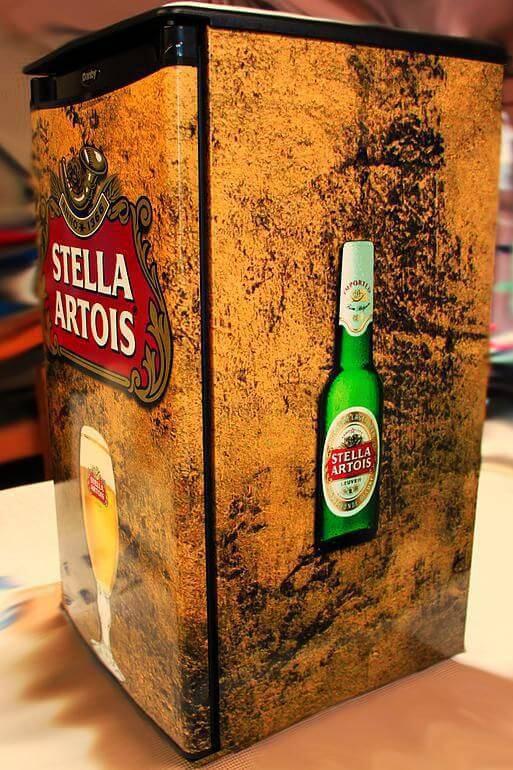 Envelopamento-de-geladeira-com-estampa-da-Stella-Artois